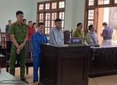 Quảng Ngãi: Lưu hành tiền giả, hai bị cáo lĩnh 8 năm tù