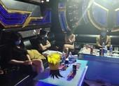 10 nam nữ 'bay lắc' trong quán karaoke ở Bình Phước giữa mùa dịch