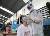 Hà Nội thêm 53 ca mới, người bán hàng ở chợ đầu mối ho, sốt bất ngờ mắc COVID-19