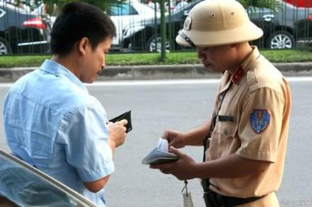 CSGT tuần tra kiểm soát trên đường không được dừng phương tiện để kiểm tra, xử lý lỗi không sang tên đổi chủ. Ảnh minh hoạ: Bá Đô