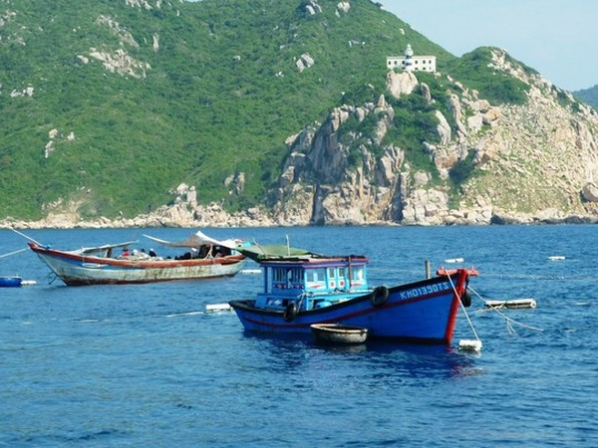 Hai đầm đăng đánh bắt hải sản tại Hòn Mun và Hòn Nọc từng hoạt động công khai cách khu bảo tồn biển 100m