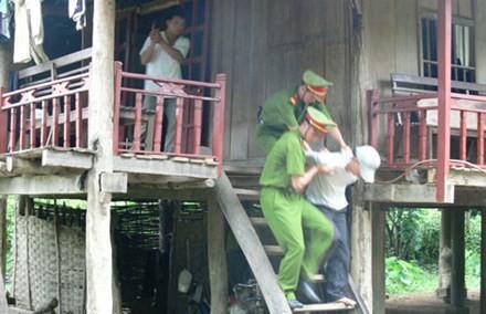 Lực lượng trinh sát Phòng PC47 Công an tỉnh Điện Biên bắt giữ đối tượng ma túy. Ảnh: Hoa Oanh Vũ/CAND