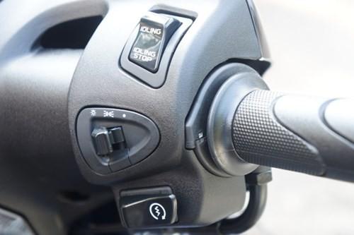 Cận cảnh Honda SH mới khởi động như ô tô - ảnh 12