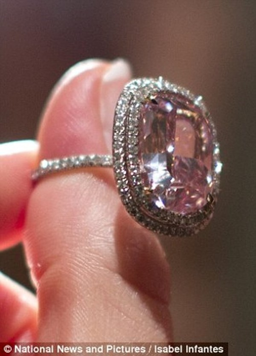 Nhìn gần viên kim cương được 'hét giá' hơn 500 tỷ đồng - ảnh 3