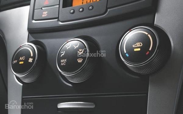 Bật điều hòa xe ô tô sẽ rất 'ngốn' xăng?