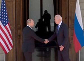 Ông Putin và ông Biden giữ khuôn mặt lạnh và tránh nhìn nhau
