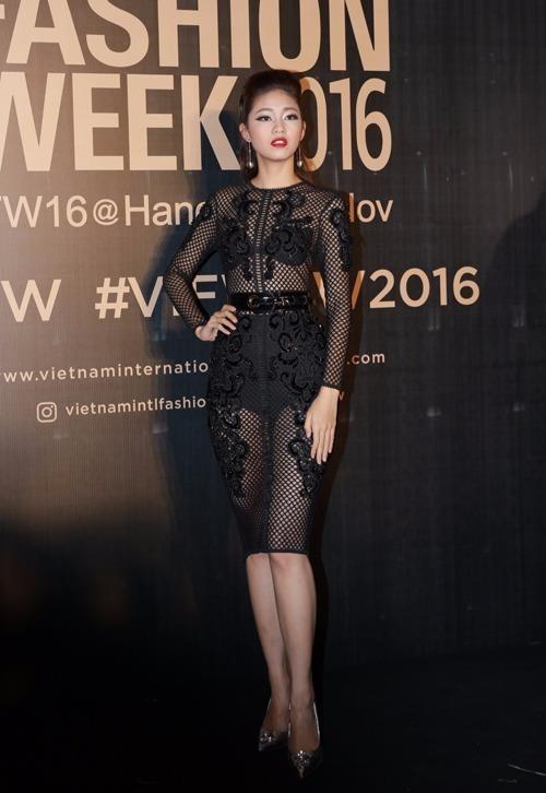 Á hậu Thanh Tú gợi cảm với váy lưới xuyên thấu. Ảnh NGÔI SAO
