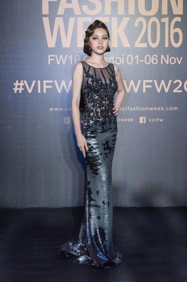 Jolie Nguyễn mặc đồ của Công Trí. Ảnh VTC