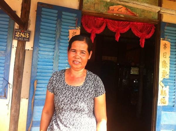 Mẹ Sệt lẻ loi trong căn nhà nghèo nàn tứ bề gió lùa từ khi chồng chết đột ngột sau khi con trai vô cớ bị bắt đi
