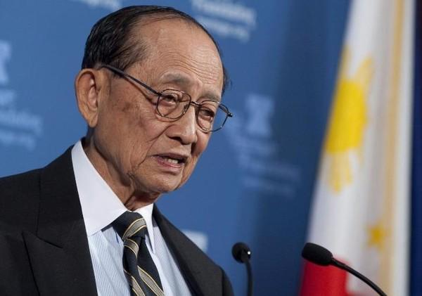 Cựu tổng thống Philippines Fidel Ramos lên đường đến Hong Kong để