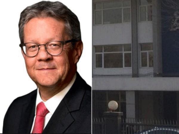 Đại sứ Hà Lan Ron Keller và tòa đại sứ Hà Lan ở Bắc Kinh. Ảnh: BBC