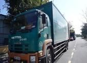 CSGT giữ 2 xe chở bưu phẩm vì nghi vận chuyển hàng lậu