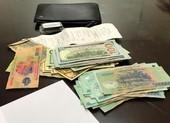 Tài xế taxi tìm nữ du khách Hàn Quốc trả lại tiền bỏ quên