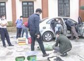 Một phụ nữ vận chuyển 74 kg thuốc nổ trên ô tô