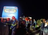 Xe khách tông đuôi xe tải làm 1 người chết, 14 người bị thương