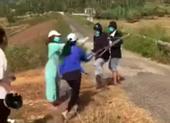 Một cô gái bị nhóm bạn nữ đánh hội đồng