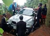 Mua xe hơi BMW X5 đời mới để làm quan tài chôn cất cha