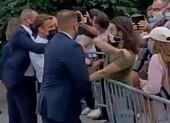 Nghi phạm tát ông Macron mê nhập vai chiến đấu, giữ cờ Liên Xô trong nhà