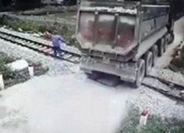 Nhân viên gác chắn cứu đoàn tàu khỏi tai nạn thảm khốc