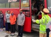 Bất chấp lệnh cấm, xe khách chở 30 người giữa dịch COVID-19