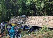 Khẩn trương điều tra vụ xe khách lao xuống vực ở Kon Tum