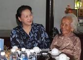 Chủ tịch Quốc hội thăm gia đình chính sách ở Bà Rịa- Vũng Tàu