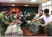 Đồng Nai: Phá đường dây buôn xăng giả, thu giữ 100 tỉ tiền mặt