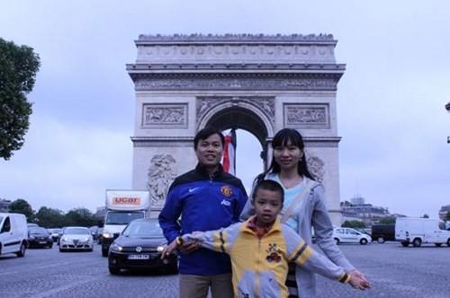 Gia đình TS Vũ Thị Thu Nga tại Paris