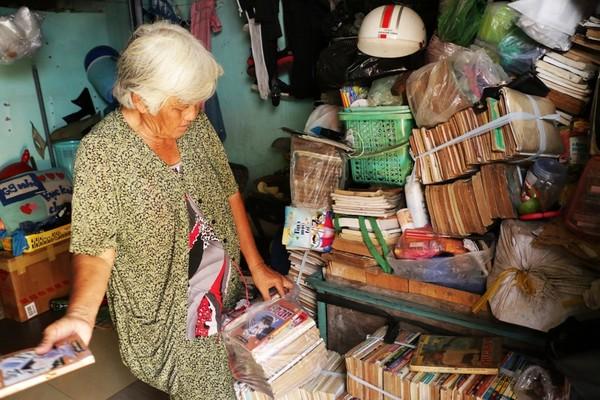 Một nữa diện tích căn phòng dùng để chứa sách