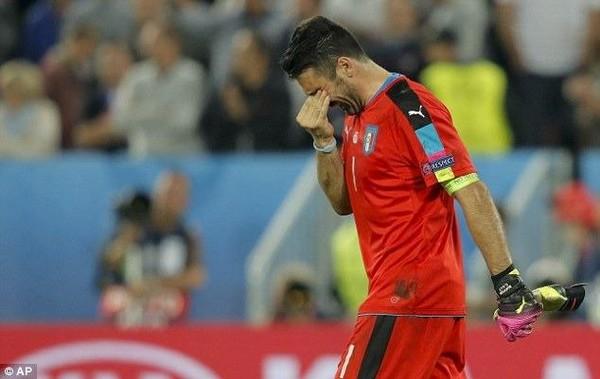 Thủ thành Buffon vô cùng buồn bả sau thất bại của tuyển Ý