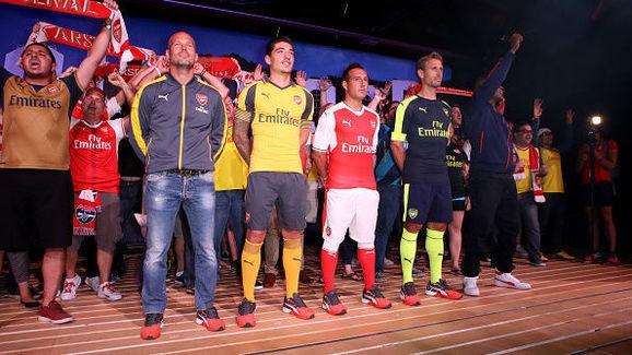 Huyền thoại Arsenal Freddie Ljunberg cũng tham tham gia vào buổi ra mắt