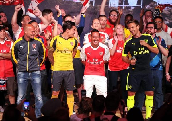 Arsenal ra mắt bộ áo đấu mới của họ cho mùa giải sắp tới