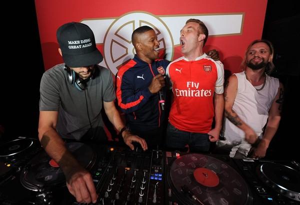 Jamie Fox bùng nổ trên bàn DJ