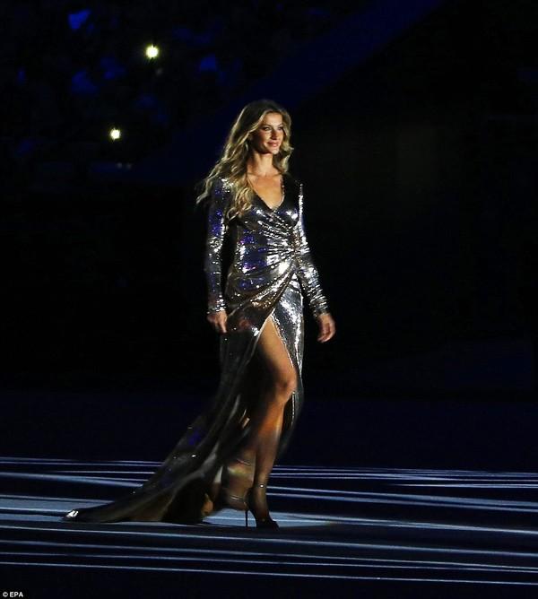 Gisele Bundchen xuất hiện đặc biệt trong Lễ khai mạc với vai trò là một người mẫu