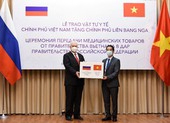 Việt Nam tặng 150.000 khẩu trang giúp Nga phòng chống COVID-19