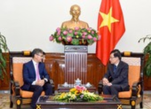 Đại sứ Lào xúc động khi nhận vật chất, tinh thần của Việt Nam