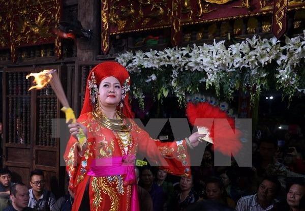 Hình thức diễn xướng dân gian là nghi lễ chính, trung tâm của Thực hành tín ngưỡng thờ Mẫu Tam phủ.