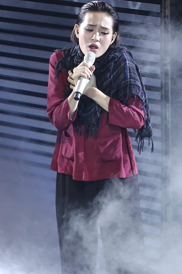 Búp bê - Hiền Hồ tiếp tục thể hiện một sáng tác mới của nhạc sĩ Lưu Thiên Hương mang tên Đời. Ca khúc có một thông điệp rất thú vị khiến khán giả thích thú.
