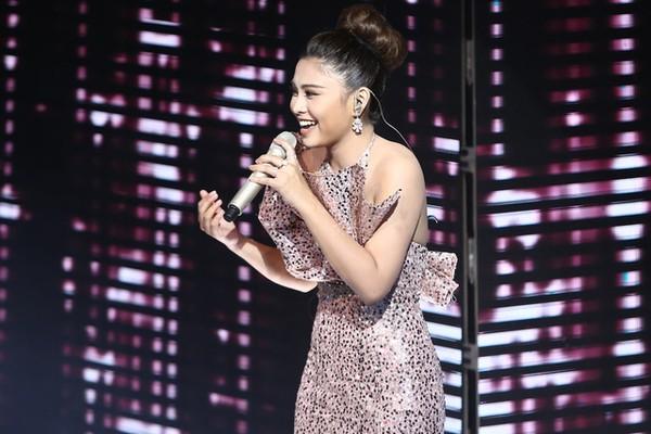 Hiền Mai team Noo Phước Thịnh thể hiện ca khúc Never give up - một sáng tác của một thành viên trong team Noo Phước Thịnh. Cô tiếp tục cho khán giả thấy một hình ảnh mới của mình, sự biến hóa khôn lường ở nhiều dòng nhạc khác nhau.