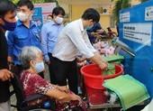 Hội Nhà báo TP.HCM trao tặng ATM gạo cho người nghèo