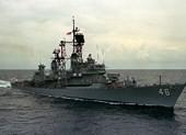 2 tàu chiến Mỹ áp sát đá Vành Khăn thách thức Trung Quốc