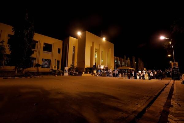 Tòa nhà Quốc hội Pakistan tắt đèn trong giờ Trái đất. Ảnh: REUTERS 1