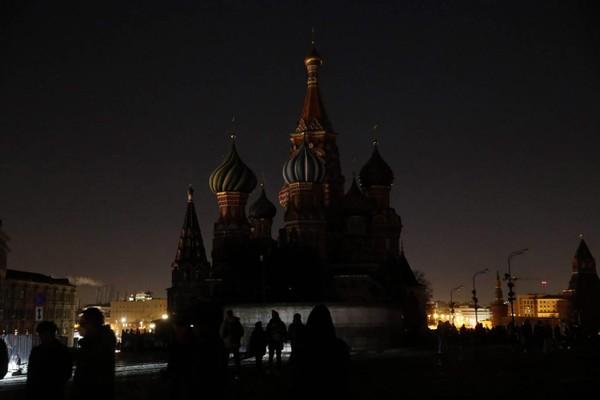 Nhà thờ chính tòa Thánh Vasily cũng hưởng ứng chiến dịch Giờ Trái đất 2019. Ảnh: AFP 2