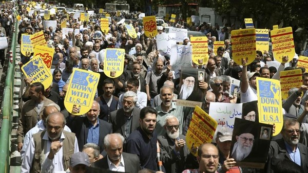 Iranians protest against the US during a rally after Friday prayers in Tehran [Ebrahim Noroozi/ AP]
