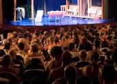 Xem kịch khỏa thân, khán giả cũng phải... lõa thể!
