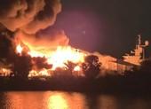 2 du thuyền 20 triệu USD bị lửa thiêu rụi