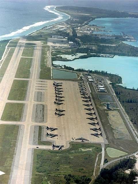 Căn cứ Diego Garcia có đường băng dài 2 dặm có khả năng chứa máy bay ném bom B-1, B-2 và B-52. Ảnh: CNN
