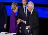 Ông Sanders: Bà Warren vướng giới tính thì tôi vướng tuổi già