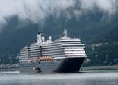 Du thuyền bị hắt hủi vì COVID-19 được phép cập cảng Campuchia