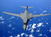 Mỹ điều máy bay ném bom áp sát Hong Kong, Đài Loan